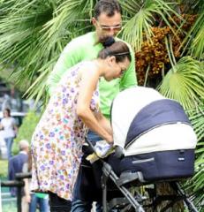 Roberta Lanfranchi e il piccolo Ettore, prime foto ufficiali al parco