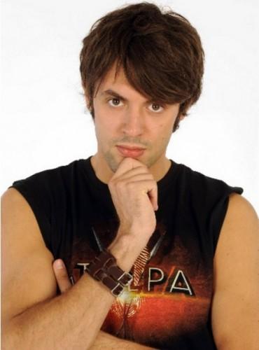 Matteo Tagliariol si spoglia al sexy club